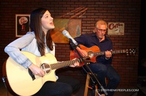 Singer Sara Niemietz, Guitarist Snuffy Walden Preview New Songs on 'House Blend'